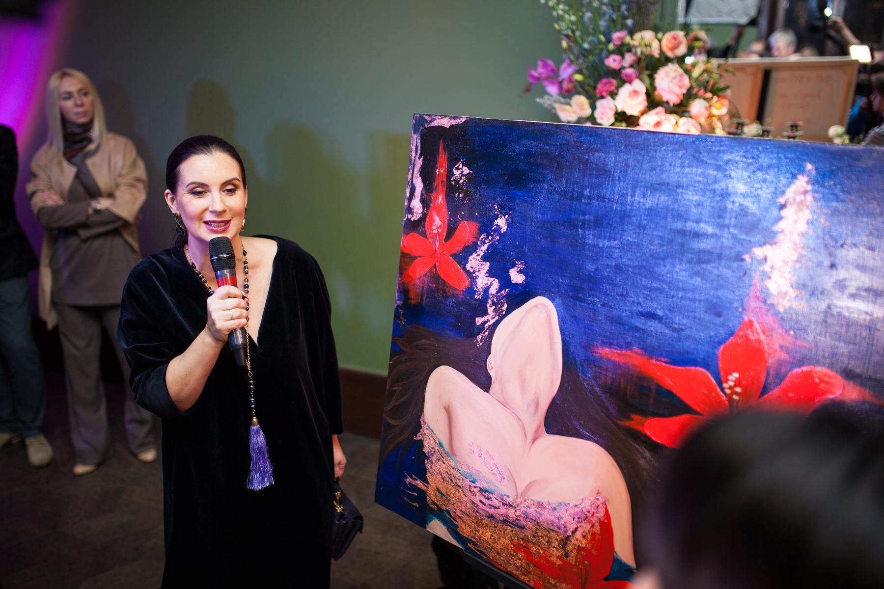 """Выставка Анастасии Логиновой """"Vivat, женщина!"""""""