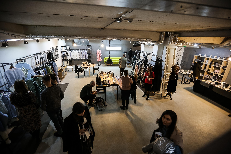 Презентация в концептуальном дизайнерском магазине BOLDconcept store, photos by Darren Kane)
