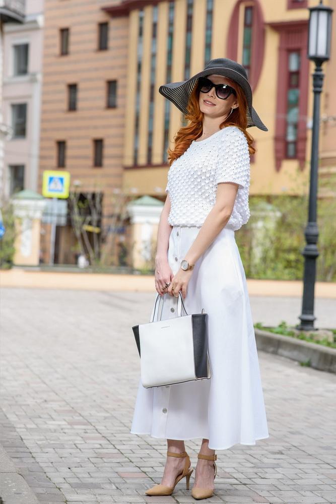 Детали: джемпер, юбка и шляпа - Giorgio Grati, сумка Coccinelle.