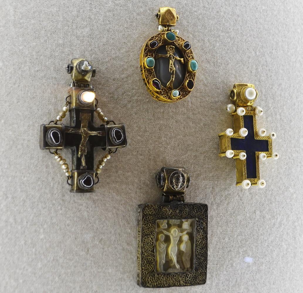 Старинные украшения в музеях Суздаля