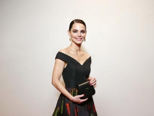 Звездный стиль: Елизавета Боярская на красной дорожке премии «Золотой Орёл»