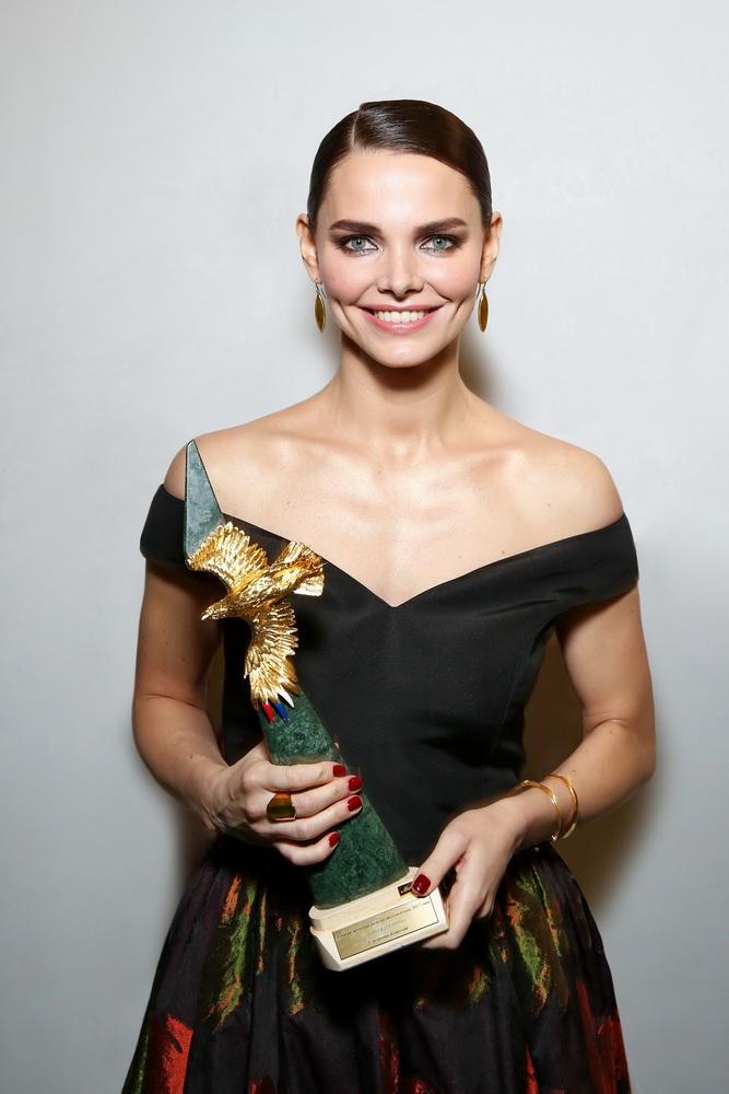 Звездный стиль: : Елизавета Боярская в платье Christian Siriano и украшениях Tous