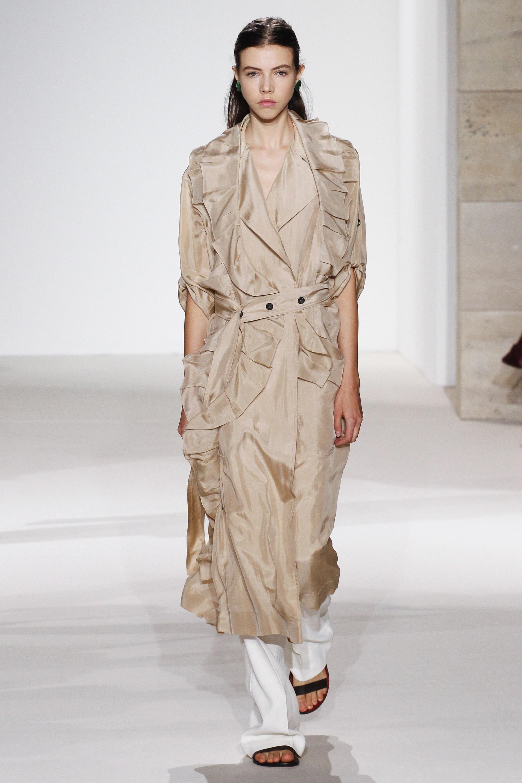 Модный дайджест: плащи. Victoria Beckham, Весна-Лето 2018