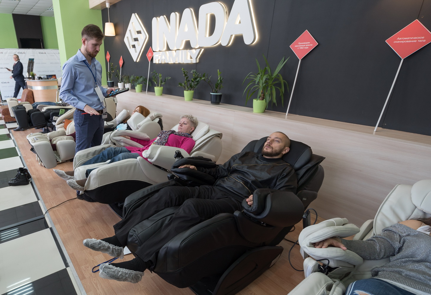 Компания4Deluxe (Германия) провела презентацию массажных кресел