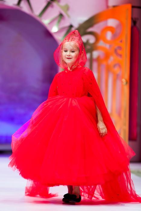 Звездный показ: новая коллекция детских платьев юного дизайнера Саши Ким
