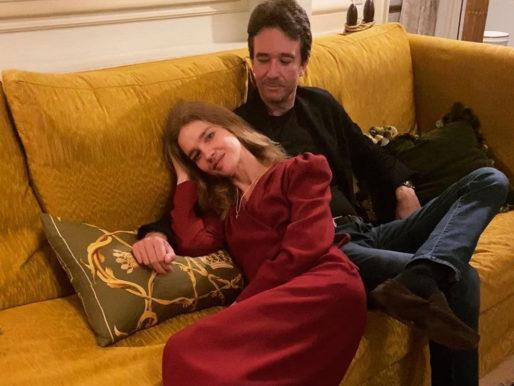 Mr&Mrs: Наталья Водянова в вишневом платье демонстрирует кадры счастливой семейной жизни