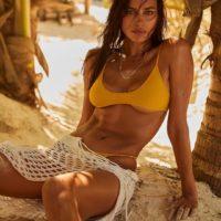 Хит этого лета: желтый купальник как у Ирины Шейк